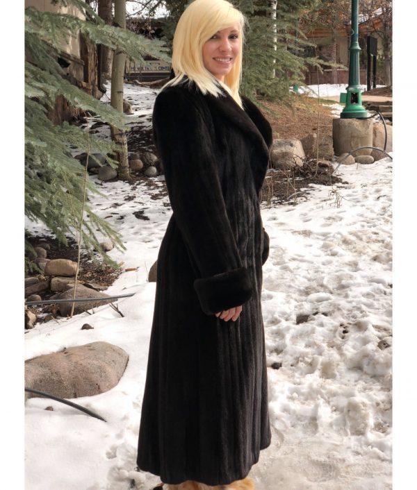 20180321 mink Natural Blackglama fitted mink coat 2 1000x1176 1